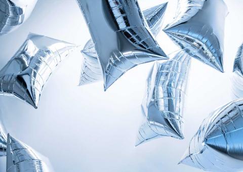 silberne fliegende Luftballons von Warhol
