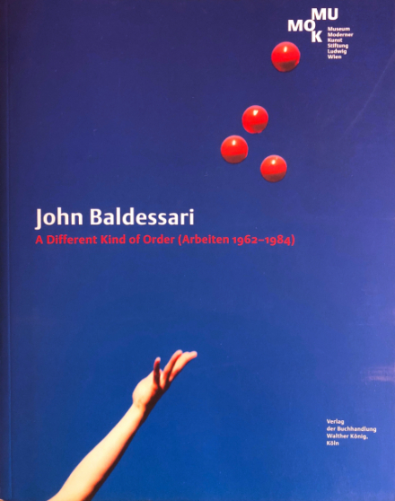 Publikation der Ausstellung John Baldessari. A Different Kind of Order (Arbeiten 1962–1984)
