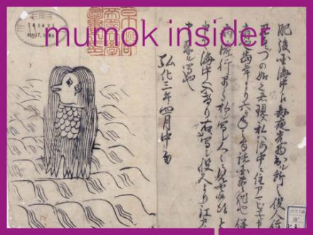 Eine Vogelartige zeichnung mit Schnabel, langen Haaren und drei Beinen ist zu sehen. Daneben Asiatische Schriftzeichen