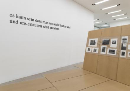 Foto von der Ausstellung Heimrad Bäcker. es kann sein, dass man uns nicht töten wird und uns erlauben wird, zu leben
