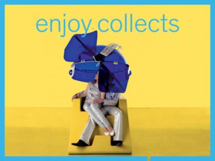 Gelbe Sitzvorrichtung mit zwei Menschen und einer blauen Plexiglashaube darüber