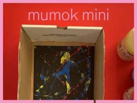 Ein Bild erstellt durch Farben auf Murmeln in einem Schuhkarton geschwänkt