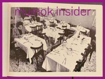 S/W Foto von Restaurant mit gedeckten Tischen