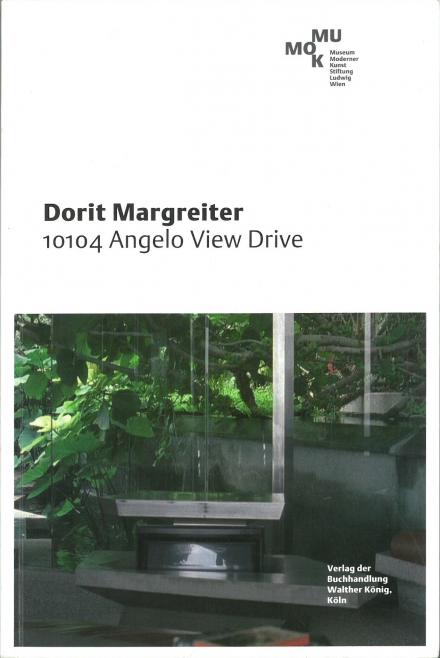 """Publikation zu Ausstellung """"Dorit Margreiter. 10104 Angelo View Drive"""""""