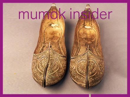 Ein Paar goldene Schuhe